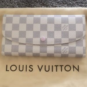 💥SOLD💥💯%Auth Brand New Louis Vuitton wallet
